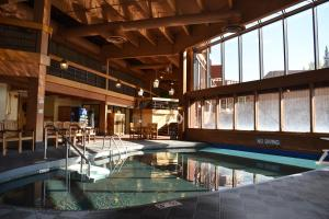 A piscina localizada em Beaver Run by Ski Village Resorts ou nos arredores