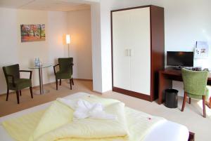 Ein Bett oder Betten in einem Zimmer der Unterkunft Hotel & Restaurant Müritzterrasse