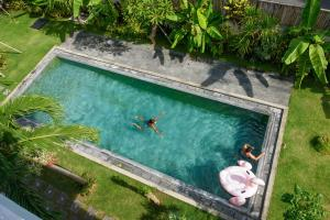 A view of the pool at Asung Guesthouse or nearby