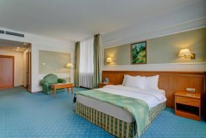 A bed or beds in a room at Borodino Hotel