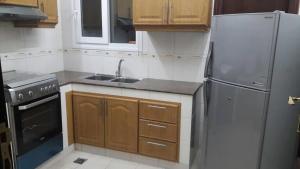 مطبخ أو مطبخ صغير في تاج الخليج للشقق الفندقية