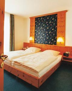 Een bed of bedden in een kamer bij Ringhotel Posthotel Usseln