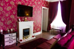 A television and/or entertainment center at Park House Hotel