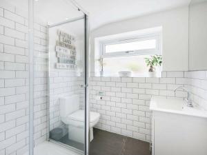 A bathroom at Cambridge House