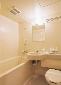 A bathroom at Tendo Central Hotel