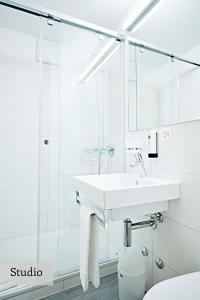 A bathroom at Serviced Apartments by Solaria