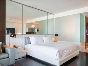 A bed or beds in a room at Palms Place 50th floor with balcony & strip view