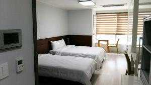 A bed or beds in a room at Gaon Residence Hotel
