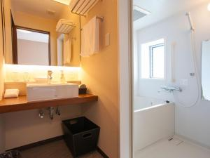 A bathroom at Hotel Bliss Villa Hasami