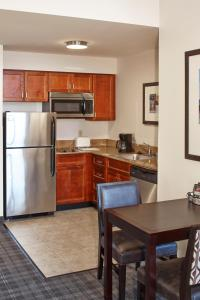 A kitchen or kitchenette at Residence Inn Milwaukee Downtown