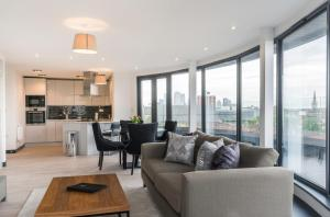 A seating area at City Aldgate Apartments