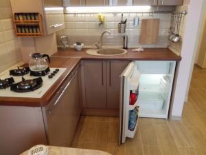 Кухня или мини-кухня в Апартаменты на Цветочной 3