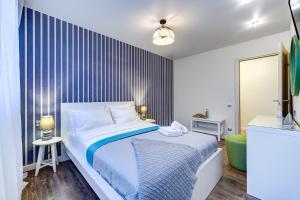 Кровать или кровати в номере СуткиПетербург Коломяги