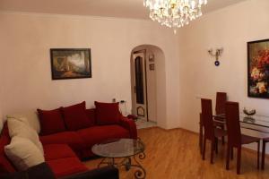 Uma área de estar em Apartment on Alovsat Guliyev 131