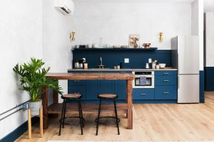 A kitchen or kitchenette at Lokal Hotel Old City
