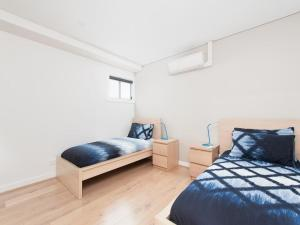 A bed or beds in a room at The Shoal One Block From the Beach
