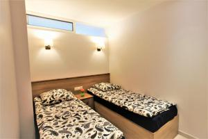 A bed or beds in a room at Apartments In The City Center