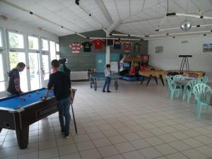 A pool table at Le Hameau de l'Ocean