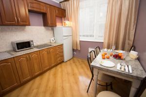 Кухня или мини-кухня в Apartment on Kastanaevskaya
