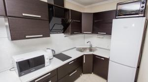 A kitchen or kitchenette at Apartament on Mira 24