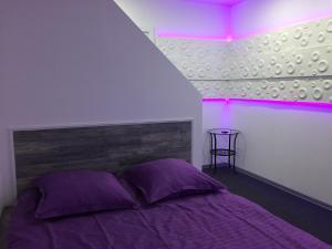 A bed or beds in a room at Ультрафиолет Отель Некрасовка