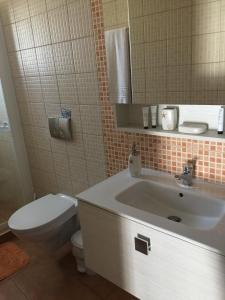 A bathroom at Summer Knights