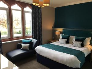 A bed or beds in a room at The Hideaway At Windermere (Adults only)