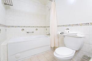 A bathroom at Palasia Hotel