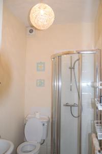 A bathroom at Kittiwake House