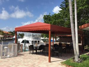 A restaurant or other place to eat at Casa Del Sol Waterfront Resort & Marina