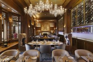 A restaurant or other place to eat at Fairmont Le Chateau Frontenac