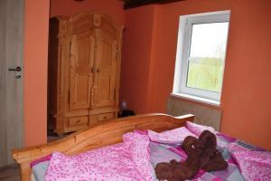 Postel nebo postele na pokoji v ubytování Hrazdeny statek Mytinka