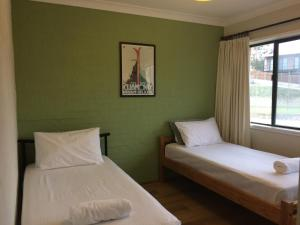 A bed or beds in a room at Kirwan 50