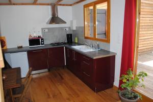 A kitchen or kitchenette at Insolite Bois Cailloux avec Spa