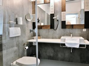 A bathroom at Bergland Hotel - Adults only