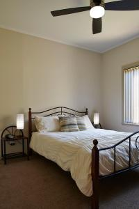 A bed or beds in a room at La Casa
