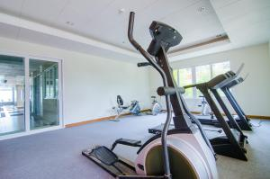 The fitness center and/or fitness facilities at Baan Hansa