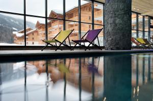 The swimming pool at or near CGH Résidences & Spas Les Chalets de Flambeau