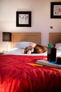 A bed or beds in a room at CGH Résidences & Spas Les Chalets de Flambeau