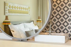 A bed or beds in a room at OZADI Tavira Hotel