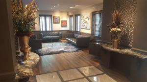 The lobby or reception area at East Norwich Inn