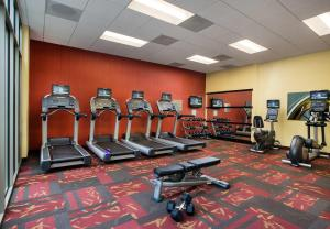 The fitness center and/or fitness facilities at Courtyard Oakland Downtown