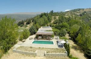 A view of the pool at Cortijo Solera or nearby