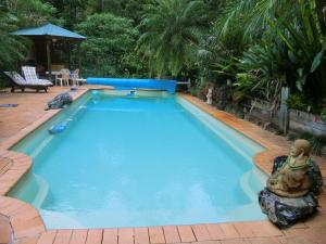 The swimming pool at or near Yarralen Retreat