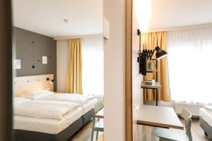 Ein Bett oder Betten in einem Zimmer der Unterkunft Hotel Tullnerfeld