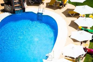 The swimming pool at or close to Hotel Monarque Torreblanca