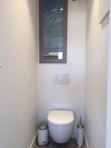 A bathroom at Wellington F7