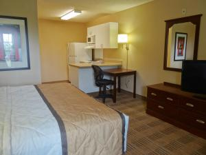 A bed or beds in a room at Extended Stay America - Sacramento - Arden Way