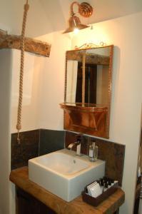 A bathroom at Updown Cottage