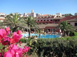 Het zwembad bij of vlak bij Hotel Corallaro